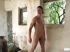 Fit dude fucking this horny fellow in abandoned building