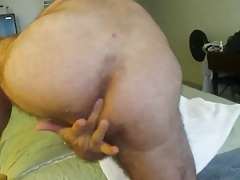 I finger then fuck a hot silver daddy.