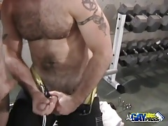 Threesome Oral Action At The Gym