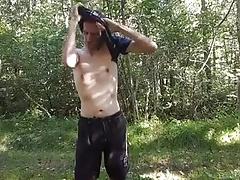 Nackt im Wald und mich geil gemacht